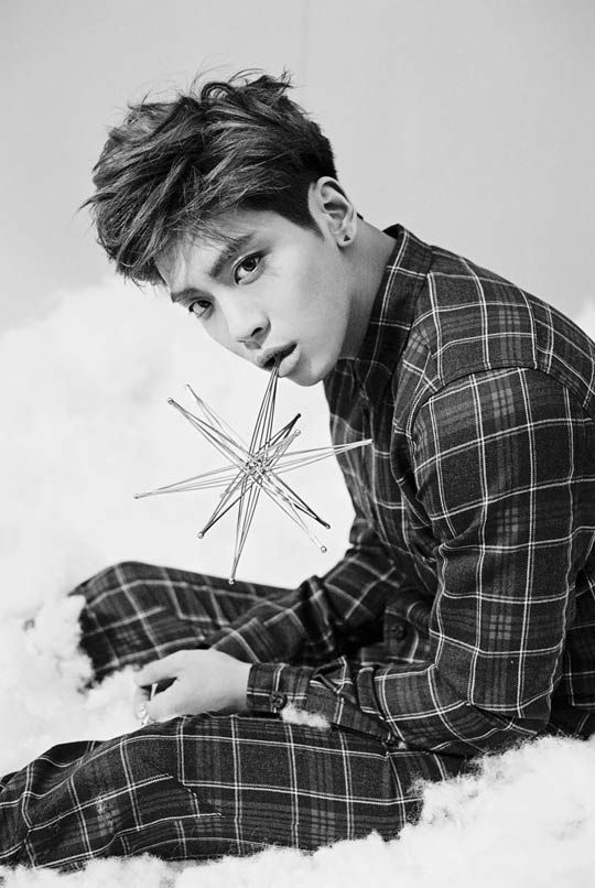 Jonghyun thanks his fans for congratulating him on his birthday!