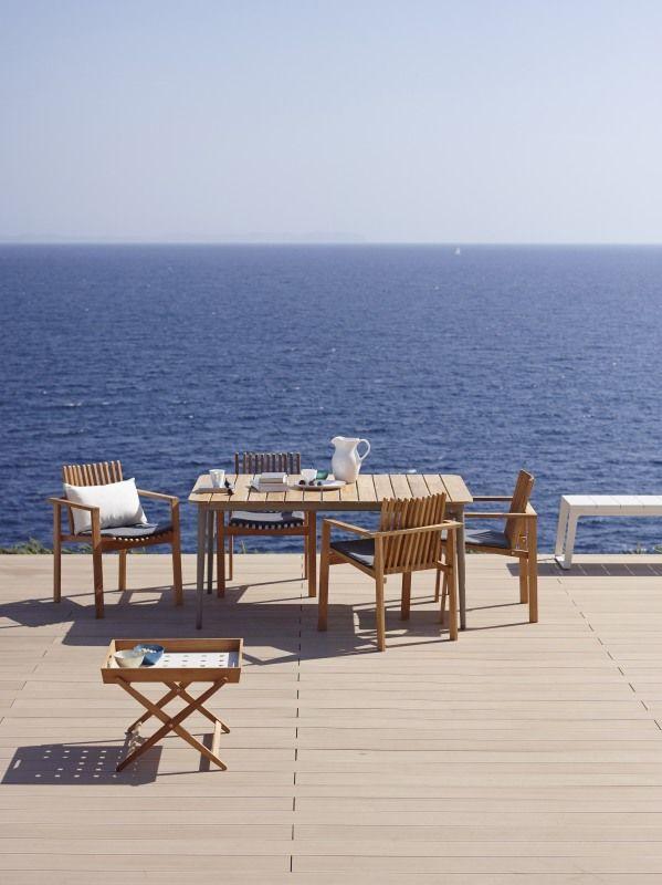 Amaze to kolekcja mebli ogrodowych Cane - Line, zaprojektowana przez Foresom & Hiort - Lorenzen. Meble wykonane zostały z drewna tekowego.Kolekcja AMAZE to nowoczesne meble: sofa, krzesła i fotele , są to meble, które można wykorzystać w nowoczesnych wnętrzach i w ogrodzie.