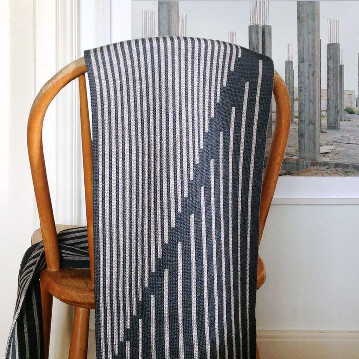 merinoschal - 100% merinowolle  fein gestrickt, waschbar  180 x 25 cm   design urbanauten  hergestellt in schweizer strickerei