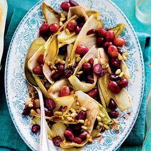 Recept - Gebakken witlof met balsamico en pijnboompitten - Allerhande