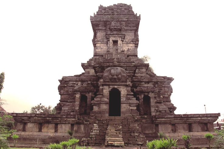Also known as The Temple of Kendedes, Singosari Temple was founded in honor to King Kertanegara, the last king of Singosari dynasty who died in 1292 AD.