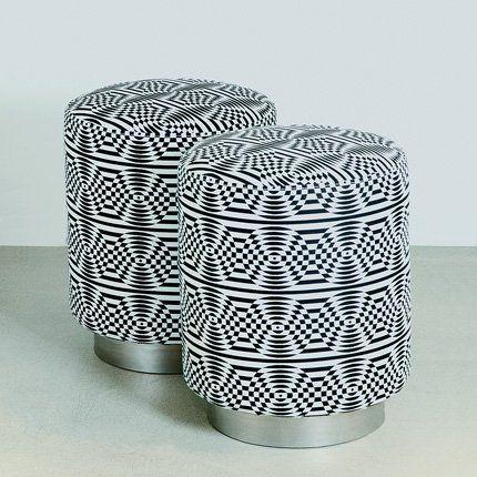 Pouf Dot avec structure en bois recouverte de tissu Judy Ross motifs noir et blanc - India Madhavi