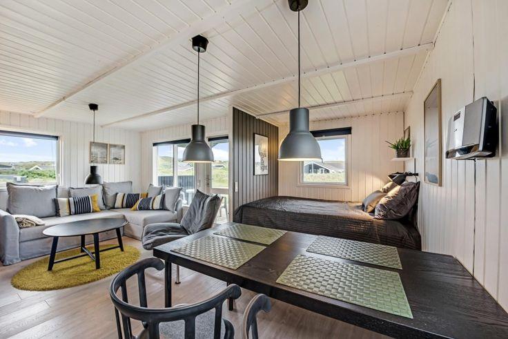 Bist du auf der Suche nach einem Ferienhaus in Hvide Sande? Buche dieses tolle Qualitätsferienhaus bei Esmark. Preise ab €299. Beginne die Ferien hier →
