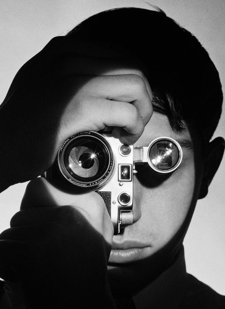 Sans doute l'un des portraits les plus célèbres du Leica : Dennis Stock par Andreas Feininger. The Fotojournalist. 1955. © gettyimages/Andreas Feininger