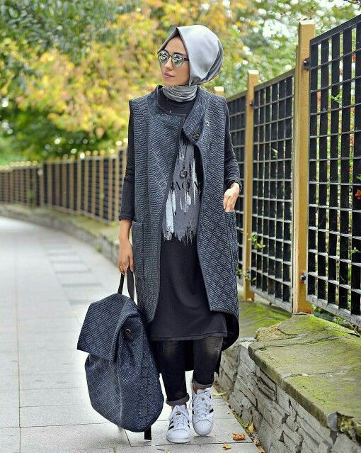 sporty hijab- Hulya Aslan hijab fashion looks http://www.justtrendygirls.com/hulya-aslan-hijab-fashion-looks/