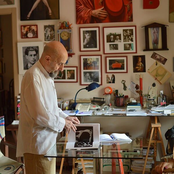 Artist Antonio Beneyto explaining his creative process at his studio.