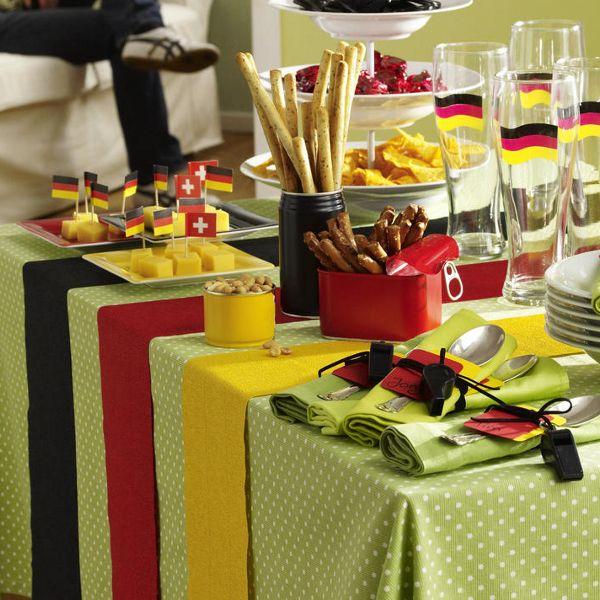 Party-Deko für den Fußball-Abend vorbereiten!
