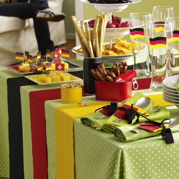 Party deko f r den fu ball abend n gel pinterest for Deutschland deko