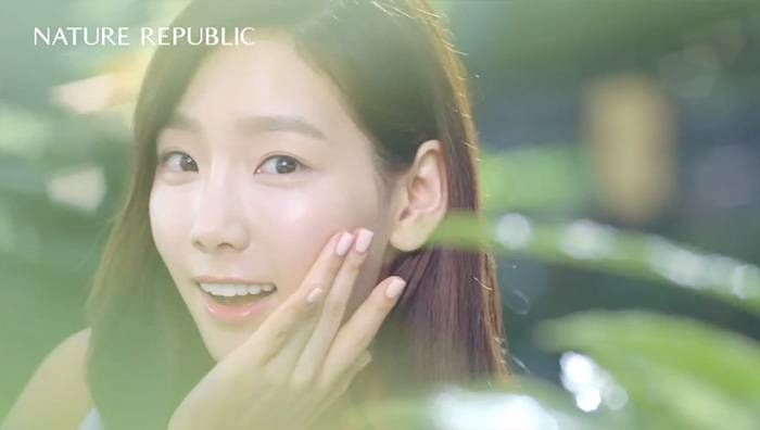 Taeyeon is a goddess of nature in new 'Nature Republic' CF + making film   http://www.allkpop.com/article/2014/01/taeyeon-is-a-goddess-of-nature-in-new-nature-republic-cf-making-film