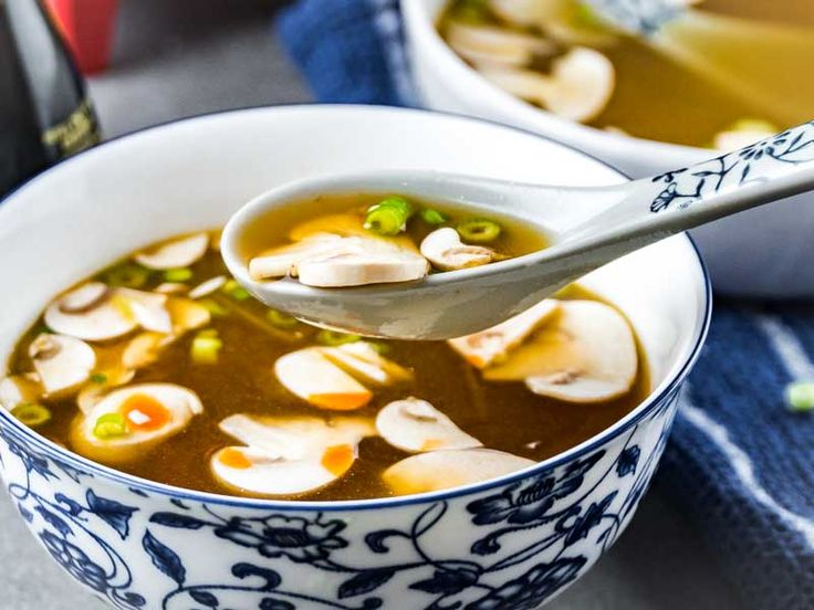 A easy recipe for Japanese Clear Onion Soup even better than the one served at your local Hibachi Steakhouse. Only 6 ingredients and 30 minutes!