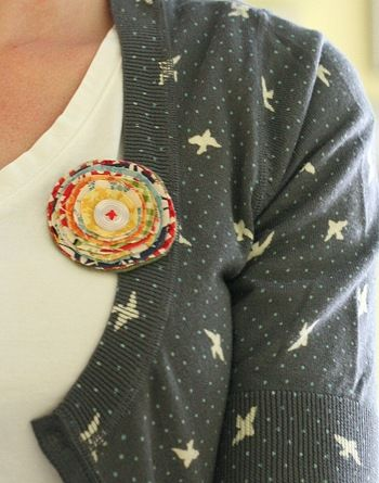 darling diy broach made from fabric scraps.  super easy!  **very easy and cute.  made 4 of them and wore them a couple of times already.  received several compliments**