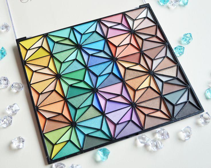 Dit is een zeer uitgebreide review van het ELF 150-delige Geometrische Oogschaduw Palette. ELF 150-pieces Geometric Eyeshadow Palette
