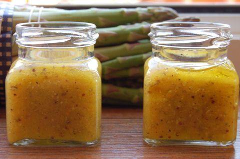A narancsos salátaöntet friss és ropogós salátalevelekhez, párolt spárgához, sajtokhoz nagyon finom. Grillezett lazachoz, csirkéhez vagy pulykához fogyasztásakor megcsorgatva remek kombináció.