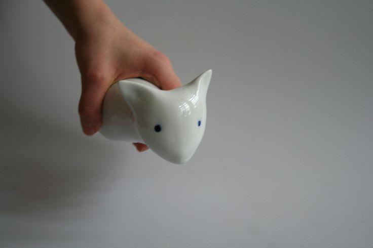 Porcelánový věšáček bez bočných úchytek Kočička věšáček. Rozměr 13 cm.
