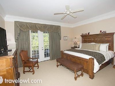 Master bedroom with en-suite @ Reunion Orlando