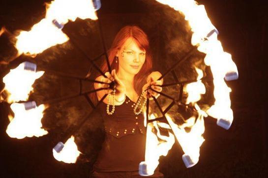 Live Lesung zu Mara und der Feuerbringer mit dem Koffertheater Wetter und der Feuershow Femfire