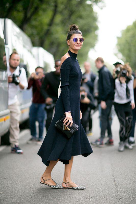 Giovanna Battaglia, italiana como es, sabe siempre cómo usar el negro a su favor. Elegante y sexy a la vez.