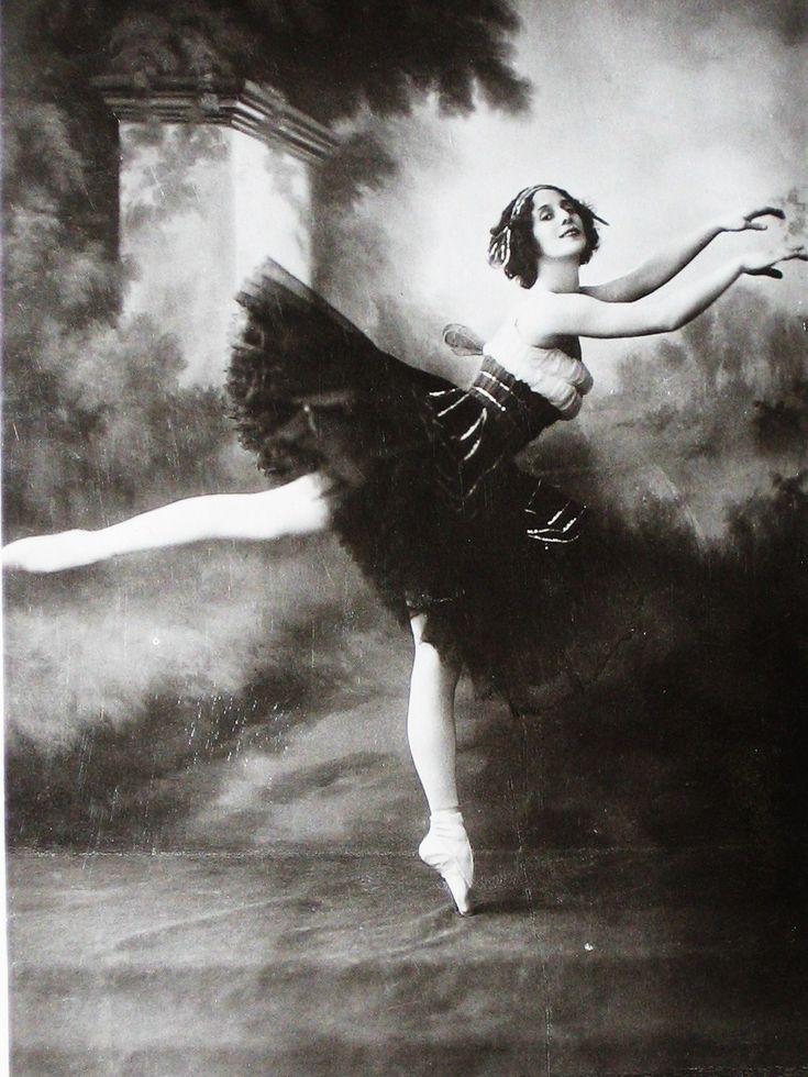 Anna Pavlova in Diaghilev's Ballets Russes 1909-1929