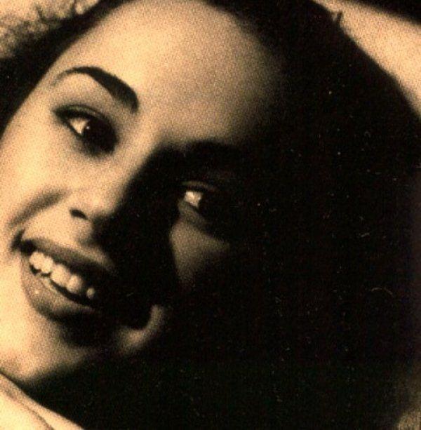 Αυτές είναι οι πρώτες καλλιτεχνικές φωτογραφίες της ''άγνωστης'' Αλίκης