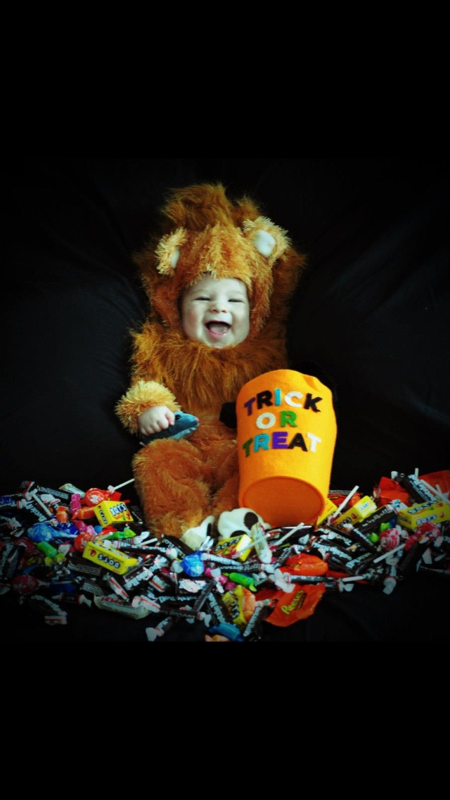 Halloween baby photography good idea put baby in candy dish