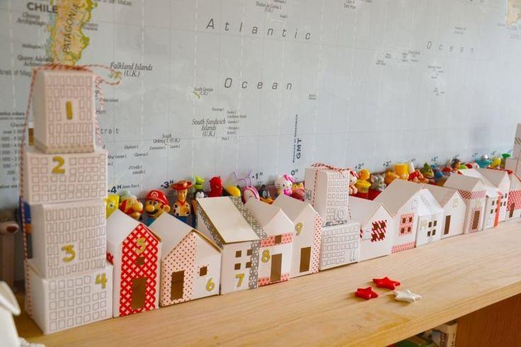 """Vous aimez voyager et vous rêvez de créer une ville remplie de surprises dans l'esprit de Noël? Découvrez comment faire avec ce calendrier de l'Avent """"urbain"""" à un euro, proposé par Oui are makers."""