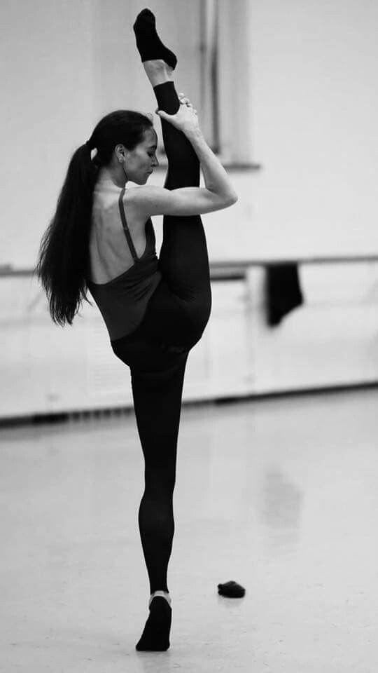 1/1 Профессиональный танцор либо хореограф... когда-то я бежала от этого, но сейчас вновь возвращаюсь. Пример для подражания - Диана Вишнева, Майя Плисецкая. Балерины, которые не просто танцовщицы, они учреждают фонды, конкурсы, она иконы стиля. С бешеной харизмой и индивидуальностью. Цель, которую я вижу, - через искусство и профессию заниматься общественным делом, быть движущей силой.