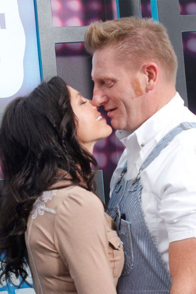 """""""I'm hoping for a few soft kisses.The passion for each other that Joey and I once had has been replaced by the sweetest, gentlest kisses. I live for those kisses. They are enough."""" ~Rory Feek, when asked what he was hoping for on his last Valentine's day with Joey  This is what til death does you part truly means..."""