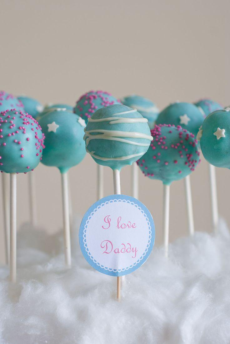 De délicieux cake pops au chocolat et au Nutella décorés en bleu. Le résultat est très gourmand, vous devez vous en doutez...