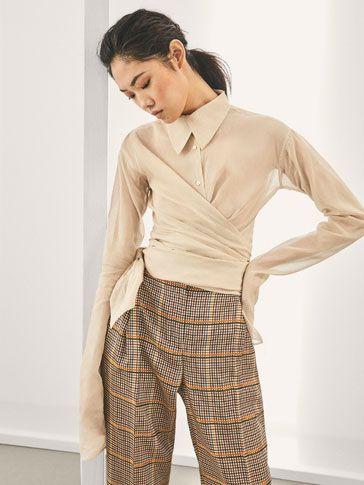 Las blusas y camisas de mujer más elegantes en Massimo Dutti. Descubra blusas de seda, camisas estampadas y de vestir en el avance de primavera 2018.