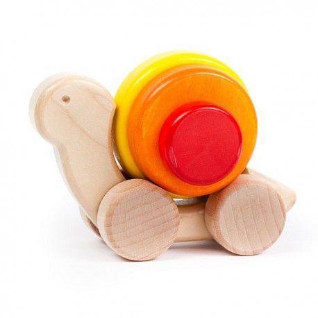 Czaryjąca zabawka Bajo 25070 - Drewniany Ślimak z muszelką, która kręci się podczas jazdy.   Śliczny prezent zarówno dla chłopca jak i dziewczynki.  Z ilu części składa się ślimak? Sprawdźcie sami:)  http://www.niczchin.pl/drewniane-zabawki-do-pchania-ciagniecia/2192-bajo-25070-drewniany-slimak.html  #bajo #zabawki #slimak #prezent #niczchin #krakow