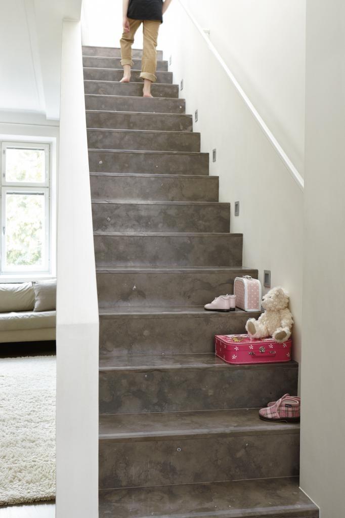 Natural stone staircase made of Tulikivi Azul Cascais limestone. Tulikivi's media