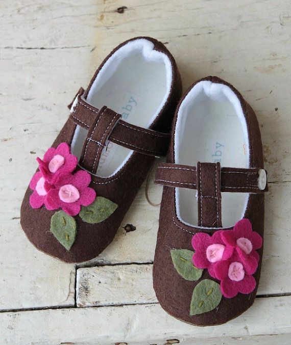 baby toddler shoes/booties made of wool felt