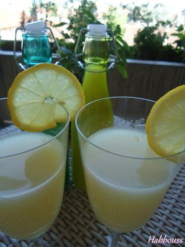 """As salam aleikoum, je suis sûre que vous ne refuseriez pas un verre de """"limounadha"""" comme on l'appelle en tunisie, ou citronnade, bien fraîche!!! C'est très facile à faire et chacun peut la faire à son goût, sucrée ou non, amère ou pas... en Tunisie,..."""