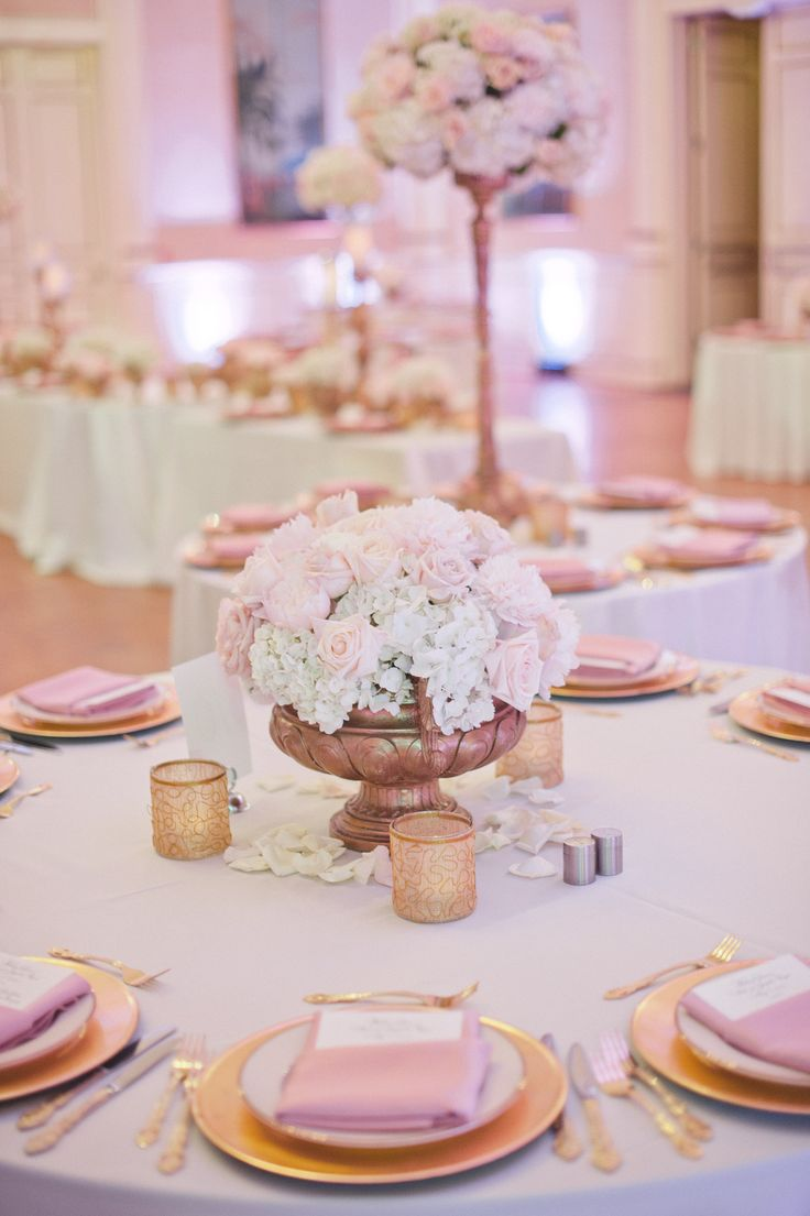 White, champagne and pale pink wedding flowers and decor by Botanica  #wedding #weddingflowers #Botanica