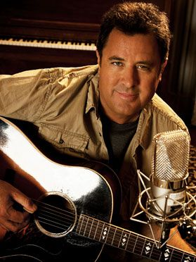 Vince Gill has the best voice! Love it!