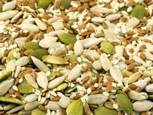 Forse non tutti sanno che esistono alcuni semi dalle proprietà e caratteristiche eccezionali che andrebbero inseriti quotidianamente nella nostra dieta. Difficile trovarli nei supermercati tradizionali, si vendono invece in tutti i negozi di alimenti naturali e biologici. E' possibile consumarli in tantissimi modi: all'interno di insalate, cereali ...