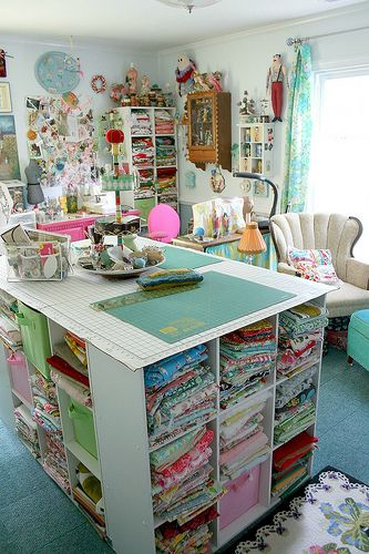 I want this table to cut and store my quilting fabric!!
