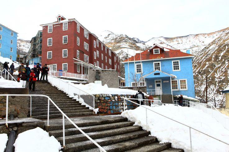 La escalera principal del campamento.