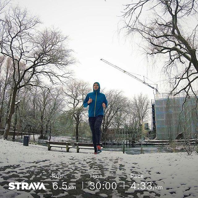 Endlich wieder Sonntag und das heute mal ohne einen Longrun  EMS und Trailrunning am Freitag waren nicht die beste Kombi für den Start ins Wochenende. Die Beine sind doch noch ziemlich müde. Aber ein Sonntag ohne Lauf geht nicht und schon gar nicht wenn es mal in Hamburg schneit . Morgen starte ich in meine Vorbereitung für den Haspa Halbmarathon in Hamburg. Mein Trainingsplan ist auf 1:25 h ausgerichtet damit ich endlich mal die Sub 1:30 knacke. Habt einen wunderschönen Sonntag und genießt…