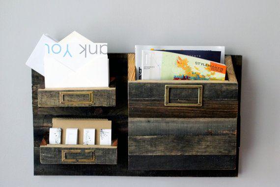 Gran tamaño colgante rústico correo organizador - Bin 3 gran clasificador de correo de madera reciclada - rústico de pared sostenedor del…