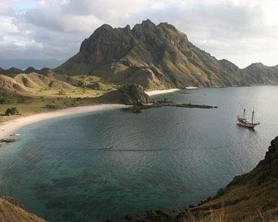 Indonesia Silolona Cruises