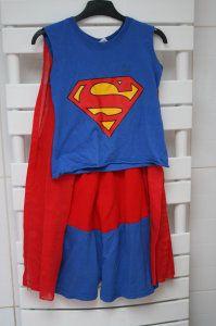 Maman tu me couds un costume de Superman s'il te plaît : le costume