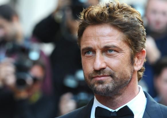 Gerard Butler Gets Sexy With Girlfriend Morgan Brown, Sparks Engagement Rumors - http://imkpop.com/gerard-butler-gets-sexy-with-girlfriend-morgan-brown-sparks-engagement-rumors/