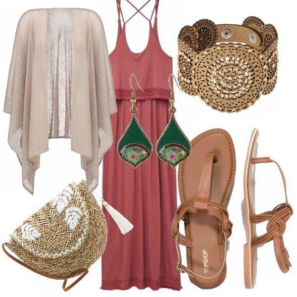 Vestito lungo rosa scuro, sandalo e cardigan dai colori neutro, bracciale oro e borsa di paglia. Il colore verde degli orecchini rende l'outfit più brillante.