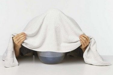 Soigner un rhume avec des méthodes de grand-mère sur http://www.astucedegrandmere.com/remedes-sante/inhalation-rhume.html
