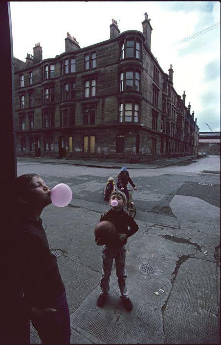 Glasgow, 1980 Raymond Depardon Flashes of colour..