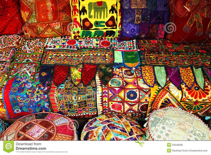 Carpets индийские подушки - Скачивайте Из Более Чем 36 Миллионов Стоковых Фото, Изображений и Иллюстраций высокого качества. изображение: 24546596
