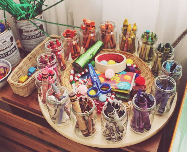 Easy way to store crayons for kids and toddlers. Make a kids art area in your home. See more photos here: http://everclevermom.com/2014/01/create-a-toddler-art-corner-in-your-home/