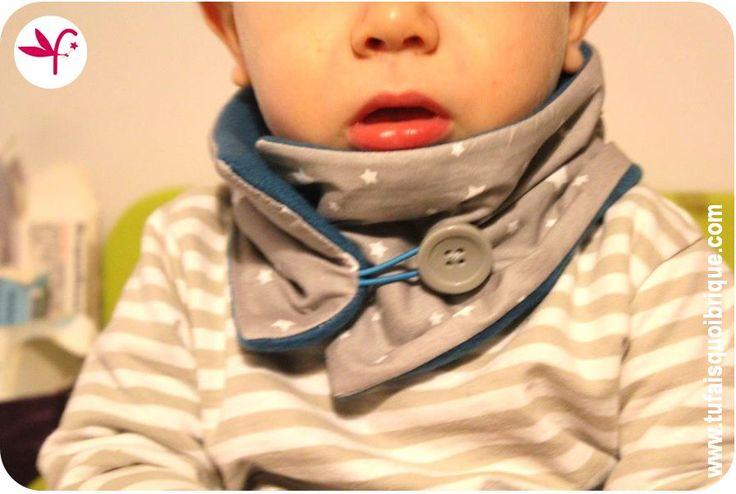 Tuto pour réaliser un snood enfant (taille 1 au 4 ans) avec une fermeture composée d'un élastique et d'un gros bouton.