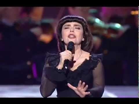 Mireille Mathieu - Une vie d'amour + Non, je ne regrette rien - YouTube